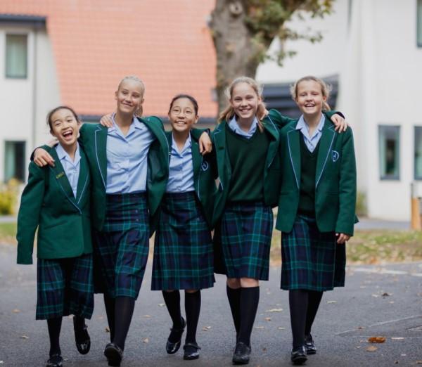 ダウンハウススクールの制服