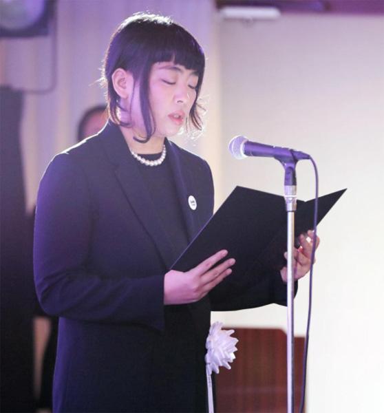 父・内田裕也さんの葬儀で弔辞を述べる内田也哉子さん